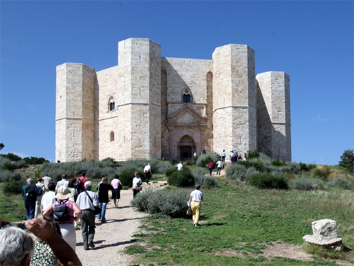 click to follow the link to Castel del Monte